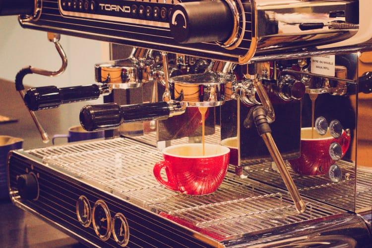 CAFÉ & CATERING